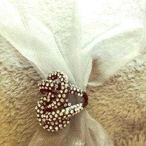 Jewelry - Fashion ring with some bling
